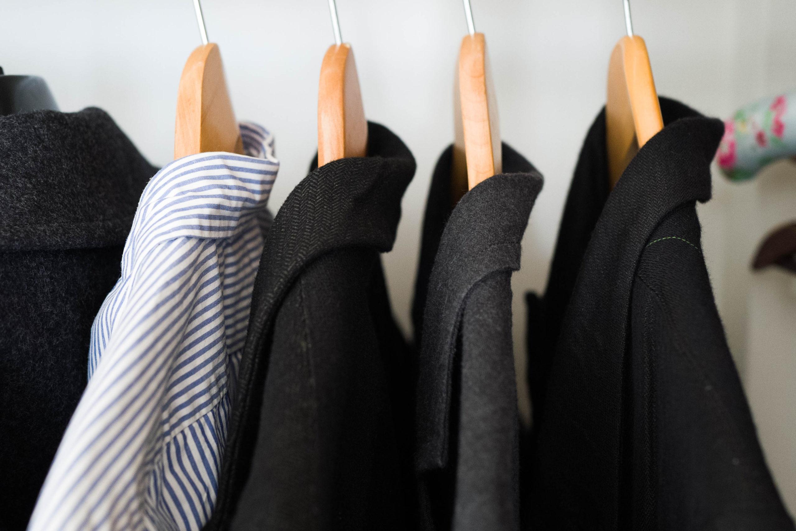 洋服の収納はこんなふうに